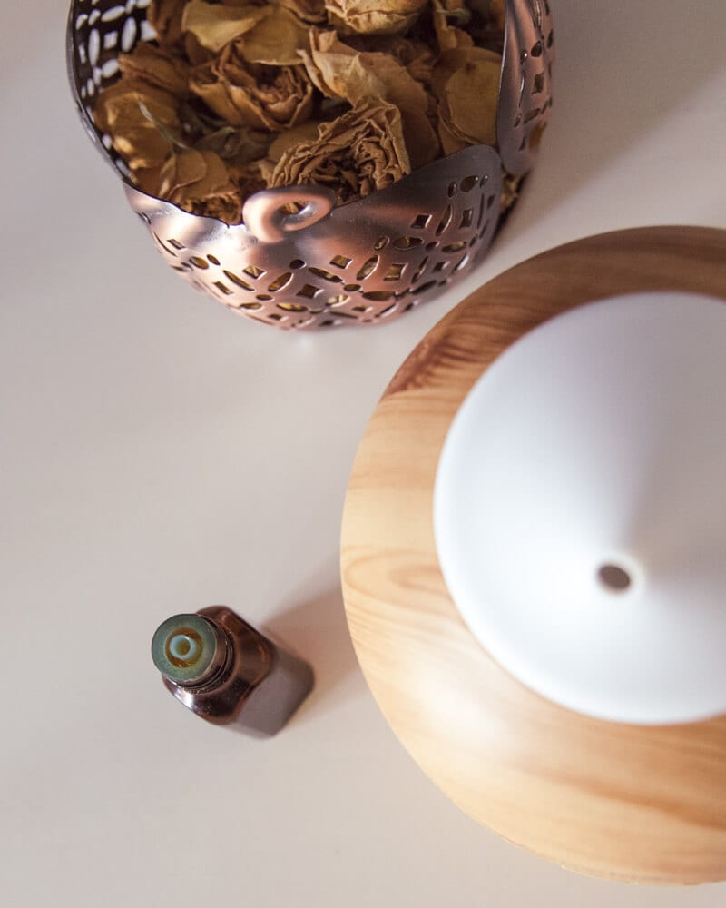 Christmas essential oil recipes for the holiday in a cold air diffuser